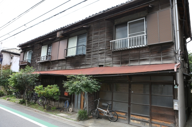 An old Edo-style row-house still functions as a residence.
